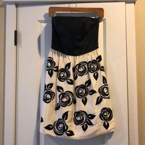 Gorgeous WHITE HOUSE BLACK MARKET Dress